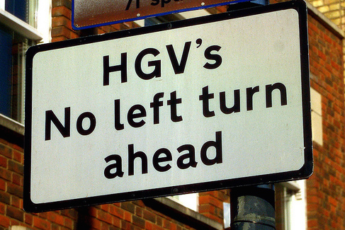 Plural acronyms: HGV's sign